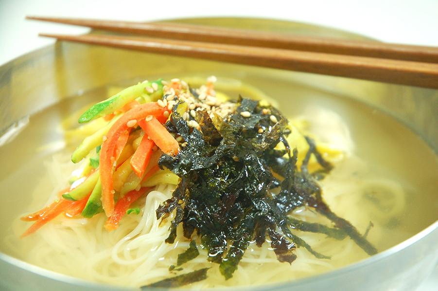 韓国の素麺を使った料理を紹介します。ビビングッス、ジャンチグッス、豆グッスなど
