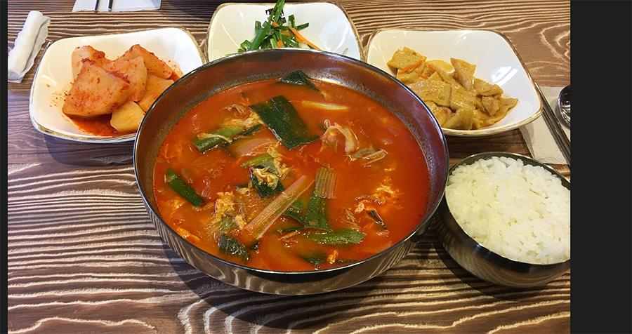 ピリ辛で麺が美味いユッケジャンカルグクス